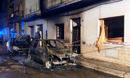 A fuoco due auto, paura  e danni nel Brindisino
