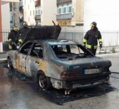 Bruciata auto  del comandante  dei vigili urbani