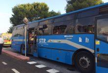 """Bari, urla """"Dio è grande"""" prima di spaccare tutto: terrore sull'autobus STP"""
