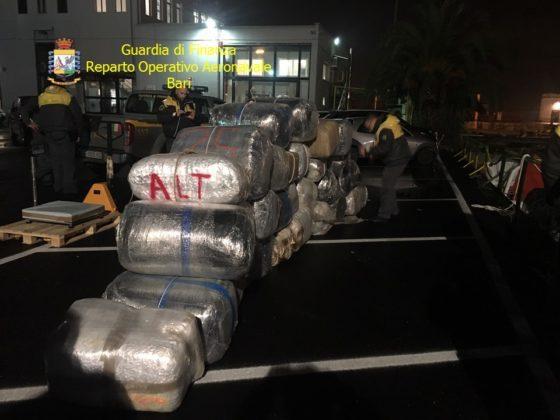 Monopoli, trasportavano una tonnellata e mezza di marijuana: arrestati due scafisti albanesi