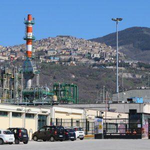 La Regione Basilicata sospende l'attività del Centro Oli dell'Eni per 'inadempienze'