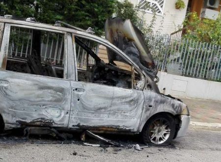 Ancora auto in fiamme nella notte in due distinti episodi