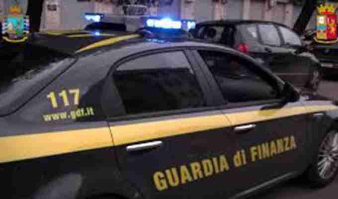 Tre immobili, una ditta individuale e 620mila euro in contanti: maxi confisca dei finanzieri al pregiudicato barese Roberto Magaletti