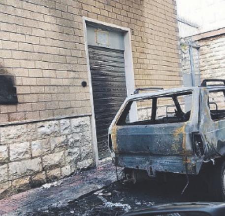 Furti e auto in fiamme, a Palese sale la paura