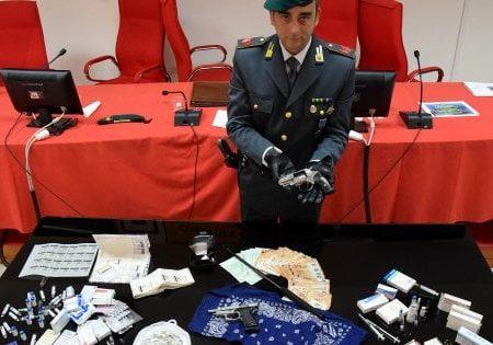 Doping nelle palestre, a Bari sgominate due bande: manager farmaceutico fra i 13 arrestati