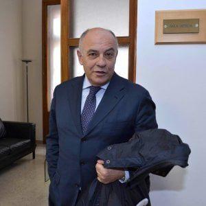 Tangenti, 11 arresti in Puglia. Giannini indagato: l'assessore restituisce le deleghe a Emiliano
