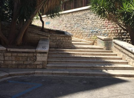 Finalmente pulita la scalinata di via Ugo Bassi. Quanto durerà?