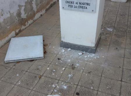 """Palermo, distrutta statua di Giovanni Falcone nella scuola intitolata al giudice. La preside: """"Non è una ragazzata"""""""