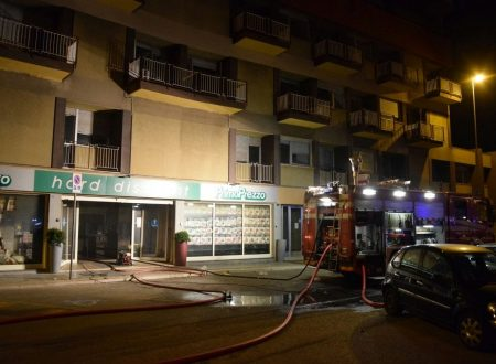 Bari, incendio distrugge supermercato appena inaugurato a Japigia