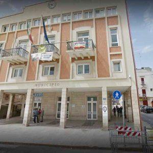 Giovinazzo, minacciavano un dirigente comunale: sindaco e assessori indagati
