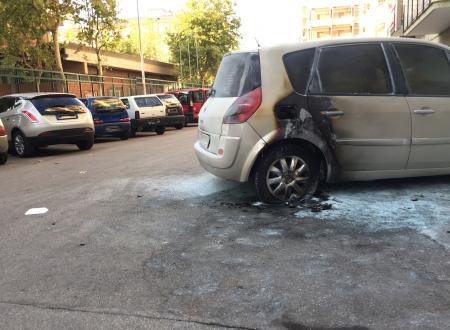 Dopo la bomba e la rissa, la festa patronale si conclude con l'incendio d'auto