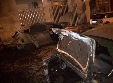 Molfetta sotto assedio, ancora cinque auto distrutte dalle fiamme