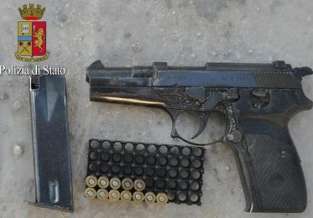 Nascondeva armi e droga 38enne finisce in manette