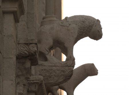 Mentre restaurano il campanile del Duomo, nella notte si disintegra un altro pezzo di storia