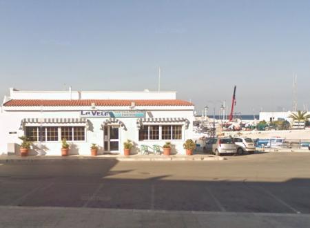 """Era abusivo da dieci anni, sequestrato al porto di Villanova lo storico ristorante """"La Vela"""""""