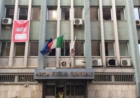 Bari, orologi e buoni benzina per appalti delle case popolari: arrestati direttore dell'Arca e 2 imprenditori