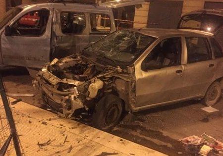 Giovinazzo, bomba artigianale esplode nella notte: due auto danneggiate