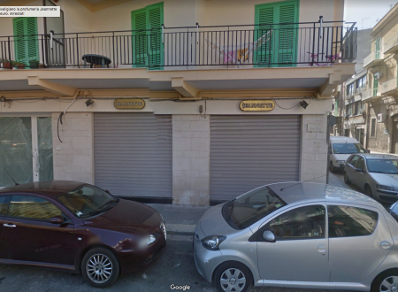 Svaligiano la profumeria Jeannette per 11mila euro. Arrestati