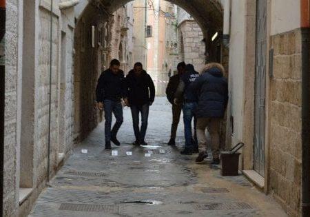 """Criminalità a Bitonto, due arresti per spaccio. Caccia al boss Conte: """"È pericoloso"""""""