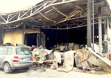 """Foggia, le fiamme distruggono un deposito ortofrutticolo: """"E' incendio doloso"""""""