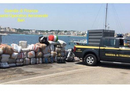 Salento, una tonnellata di marijuana a bordo di un motoscafo: sequestro da 10 milioni