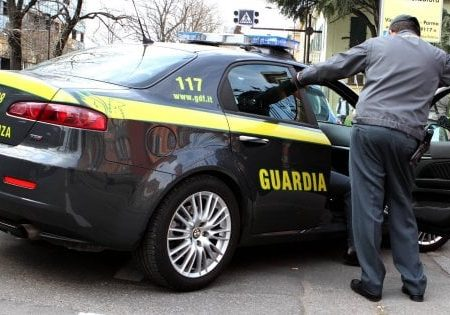 Foggia, sequestro da 4 milioni di euro al commercialista Curci: 50 Rolex nell'intercapedine