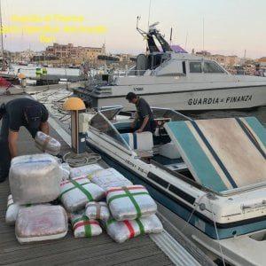Brindisi, sequestrata mezza tonnellata di marijuana in mare: avrebbe fruttato cinque milioni
