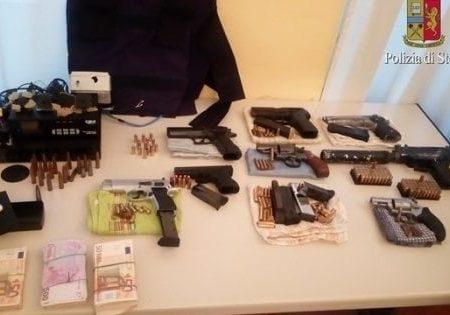 Bari, fermati i due presunti proprietari di un arsenale di armi a Japigia