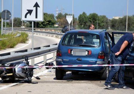 Bari, agguato in strada contro due fratelli in moto: muore 24enne, l'altro è grave
