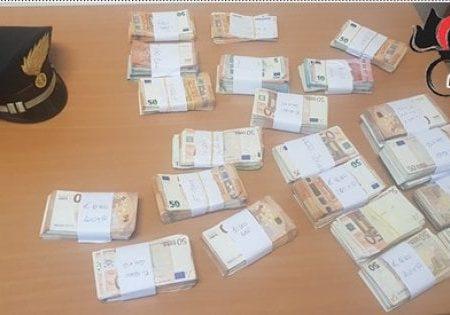 Bari, 200mila euro in contanti nascosti dentro il materasso: sequestro alla zia del boss