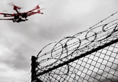 Taranto, un drone cade nel carcere: portava ai detenuti minicellulari e droga nascosta nei wurstel