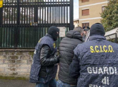 """Clan e scommesse on line a gestione familiare: 22 arresti  In manette anche """"Vitin l'Enel"""", i suoi figli e Tommy Parisi"""