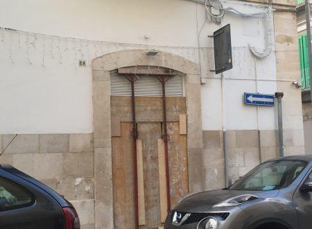 Spaccata con furto alla gioielleria in via De Luca-Ricasoli