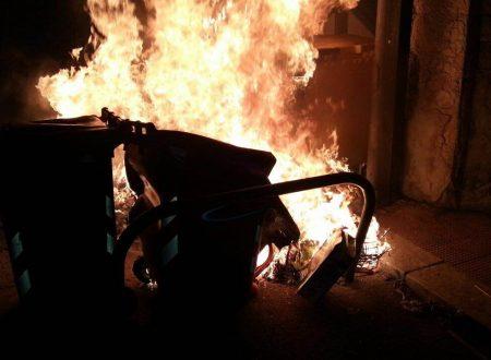 """Bari, incendiati 20 cassonetti Amiu. Il sindaco: """"Non ci facciamo intimidire"""""""