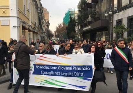 """Bombe a Foggia, studenti e commercianti marciano contro il racket: """"Mafia non è la risposta"""""""
