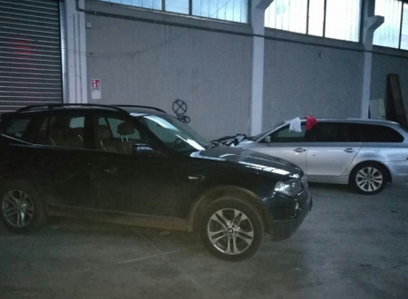 Si stringe il cerchio sulla banda della BMW: i Carabinieri trovano due auto rubate in un capannone
