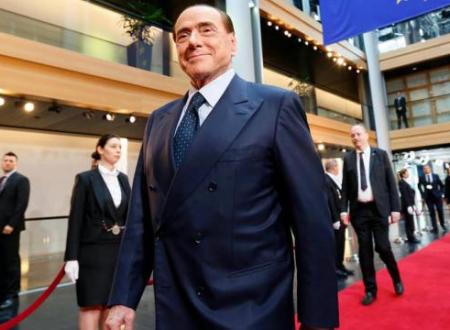 Escort, soldi a Tarantini per mentire: inizia processo a Berlusconi in piena campagna elettorale