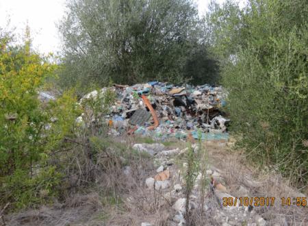 Il Consorzio ASI vuole concedere in locazione i propri terreni senza eliminare le discariche di rifiuti pericolosi. Il Liberatorio Politico si oppone.