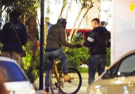Emergenza droga a Bari: 3 euro a pasticca, la piazza dello spaccio fa il pieno di ragazzi