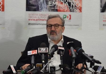 """Michele Emiliano indagato a Bari: """"Illeciti nelle primarie Pd in cui sfidò Matteo Renzi"""""""