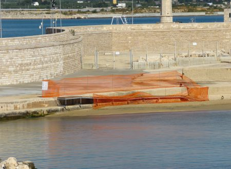 Torna la pedana d'accesso in mare a Cala S.Andrea, mentre permane il divieto di balneazione.