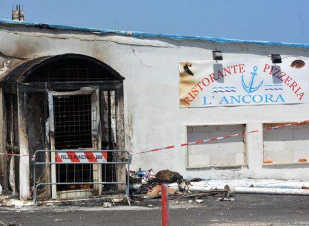 """Un incendio distrugge il ristorante """"L'Ancora"""" a Palese"""