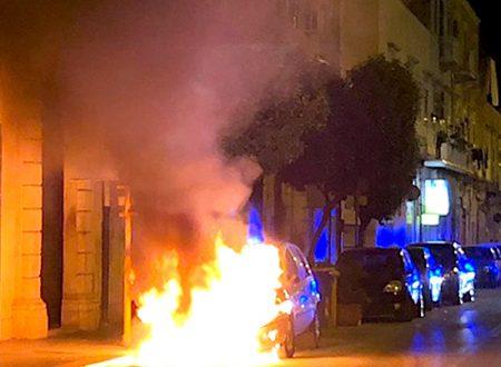 Con l'auto bruciata questa notte siamo a quota 17 dall'inizio dell'anno, e domani a chi toccherà?