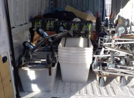 Bari, vendevano bevande senza autorizzazioni al concerto di Ligabue: sequestrate migliaia di bottiglie
