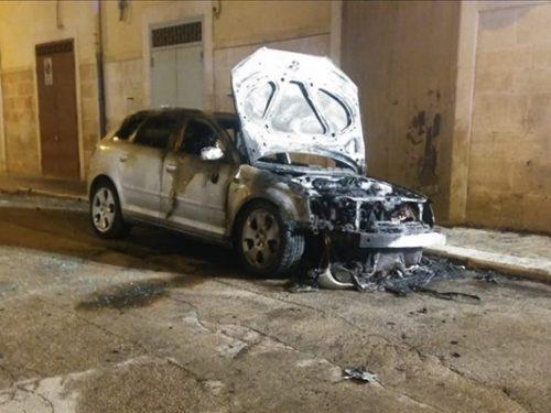 Nell'indifferenza totale sale a 18 il numero di auto bruciate nei primi sei mesi del 2019