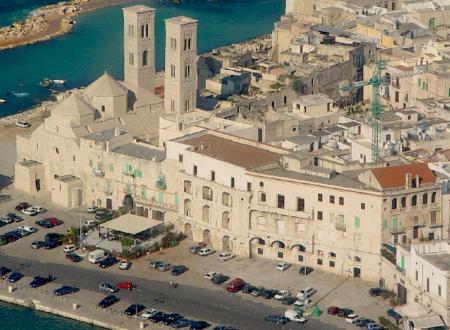 """Con Palazzo Dogana hanno svenduto """"la cartolina di Molfetta""""."""