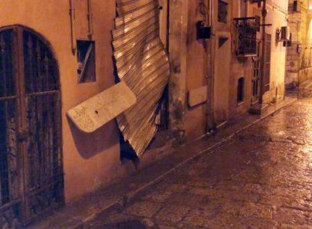 Foggia, bomba in friggitoria nel cuore della città: danni ingenti, donna ferita
