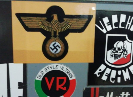 Perquisite case ultrà del Foggia calcio: sequestrate bandiere fasciste e sciarpe con il volto di Mussolini