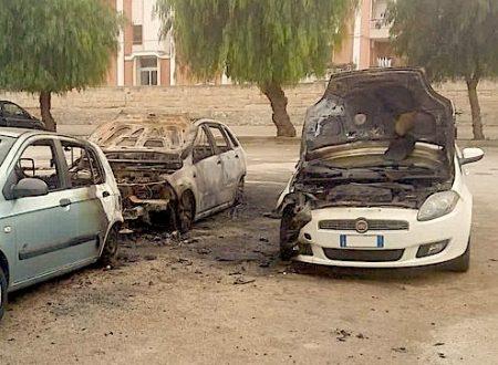 Dopo lunghi mesi di tregua, tre auto danneggiate dalle fiamme