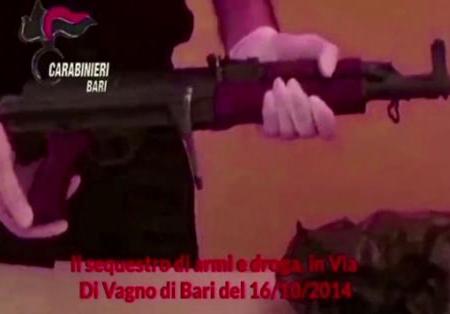 Bari, traffico di droga e armi, 12 arresti. Il «racconto» di una telecamera